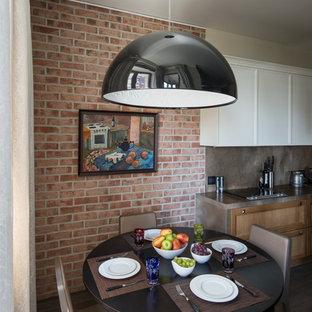Diseño de comedor de cocina bohemio con paredes marrones