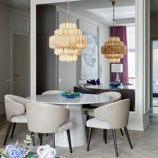 Неиссякаемый источник вдохновения для домашнего уюта: столовая в стиле современная классика с светлым паркетным полом, бежевым полом и серыми стенами