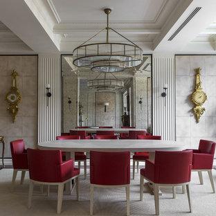 Идея дизайна: столовая в стиле фьюжн с бежевыми стенами, ковровым покрытием и бежевым полом