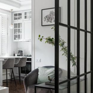 Inspiration för mellanstora nordiska kök med matplatser, med vita väggar, vinylgolv, en öppen vedspis, en spiselkrans i metall och vitt golv