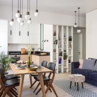 На фото: со средним бюджетом столовые среднего размера в скандинавском стиле с белыми стенами, светлым паркетным полом и бежевым полом без камина