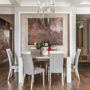 Источник вдохновения для домашнего уюта: гостиная-столовая в современном стиле с серыми стенами, паркетным полом среднего тона и коричневым полом