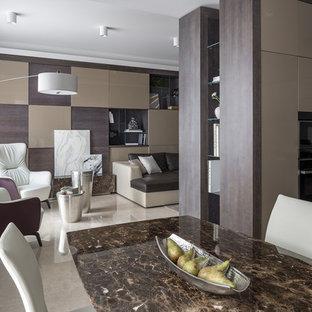Стильный дизайн: гостиная-столовая среднего размера в современном стиле с бежевыми стенами, мраморным полом и бежевым полом - последний тренд