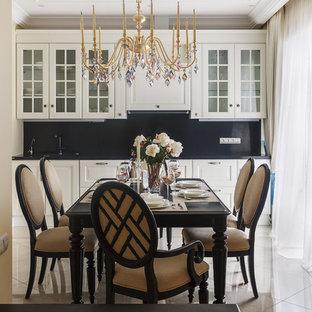 На фото: столовые в классическом стиле с бежевым полом и бежевыми стенами