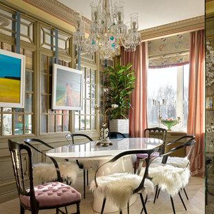 Стильный дизайн: столовая среднего размера в стиле фьюжн с светлым паркетным полом и бежевым полом - последний тренд