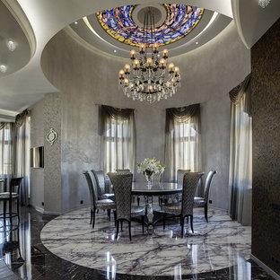 Неиссякаемый источник вдохновения для домашнего уюта: большая кухня-столовая в стиле современная классика с серыми стенами, мраморным полом и разноцветным полом