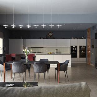 Пример оригинального дизайна: гостиная-столовая в современном стиле с синими стенами и серым полом