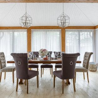 На фото: гостиная-столовая в стиле современная классика с светлым паркетным полом и бежевым полом