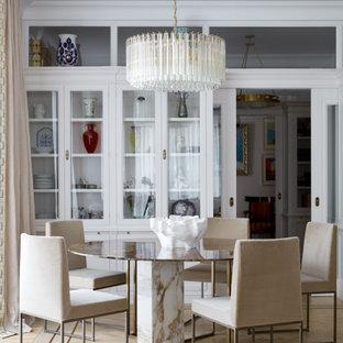 Идея дизайна: столовая в современном стиле с светлым паркетным полом и бежевым полом