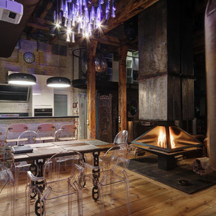 Свежая идея для дизайна: столовая в стиле лофт с подвесным камином - отличное фото интерьера