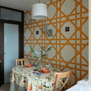 Modelo de comedor de cocina actual, pequeño, con paredes multicolor