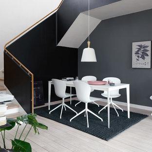 Выдающиеся фото от архитекторов и дизайнеров интерьера: столовая в скандинавском стиле с серыми стенами и светлым паркетным полом