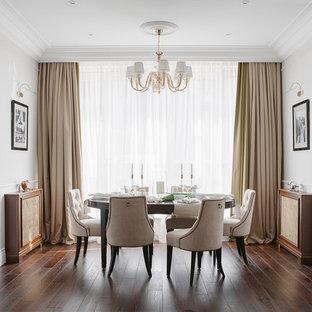 Стильный дизайн: столовая среднего размера в стиле современная классика с темным паркетным полом, коричневым полом и белыми стенами - последний тренд
