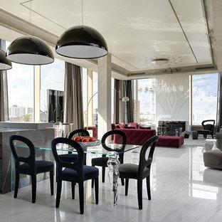 Стильный дизайн: большая гостиная-столовая в современном стиле с мраморным полом и белым полом - последний тренд