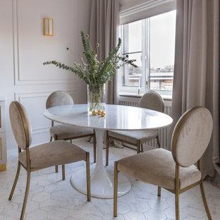 На фото: столовая среднего размера в современном стиле с полом из керамической плитки, белым полом и бежевыми стенами без камина с