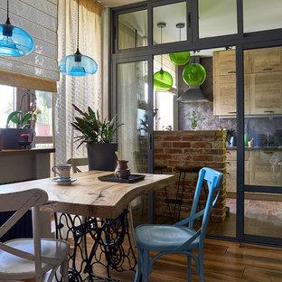 На фото: гостиная-столовая в стиле лофт с коричневым полом и паркетным полом среднего тона с