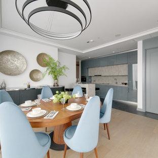 На фото: кухня-столовая в современном стиле с белыми стенами, светлым паркетным полом и бежевым полом с