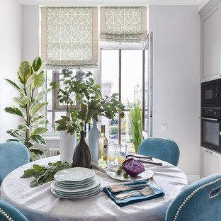На фото: кухни-столовые среднего размера в стиле современная классика с полом из керамогранита, бежевым полом и серыми стенами