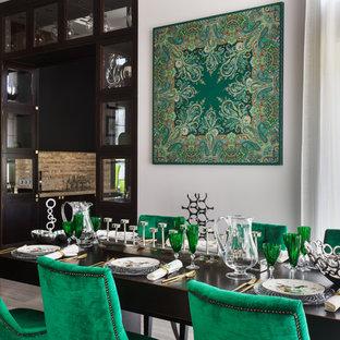 На фото: кухня-столовая в стиле современная классика с белыми стенами