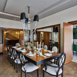 На фото: столовая в стиле современная классика с белыми стенами, паркетным полом среднего тона и коричневым полом с