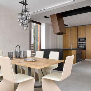 Идея дизайна: кухня-столовая в современном стиле с серым полом и бежевыми стенами