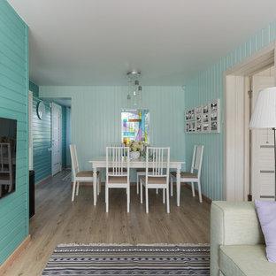 Réalisation d'une petite salle à manger ouverte sur le salon design avec un mur vert, un sol en vinyl et un sol beige.