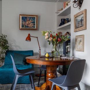На фото: маленькая гостиная-столовая в современном стиле с белыми стенами с
