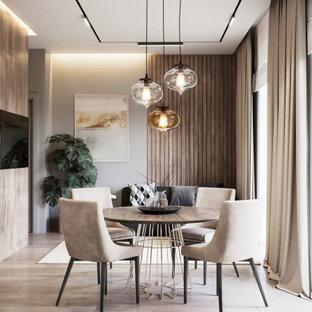 Foto de comedor contemporáneo, pequeño, con paredes grises, suelo de madera en tonos medios y suelo beige