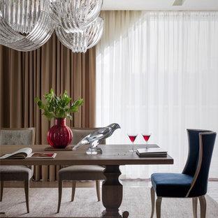 На фото: столовая в стиле современная классика с паркетным полом среднего тона и коричневым полом