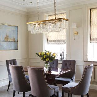 Свежая идея для дизайна: столовая в стиле современная классика с бежевыми стенами, светлым паркетным полом и бежевым полом - отличное фото интерьера