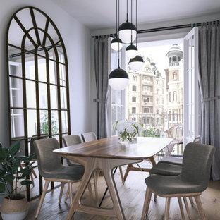 Diseño de comedor de cocina escandinavo, pequeño, con paredes blancas, suelo laminado y suelo beige