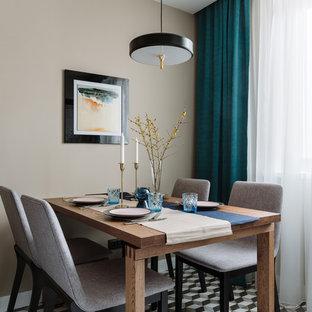 Exemple d'une salle à manger tendance de taille moyenne avec un sol en carrelage de porcelaine, un sol multicolore, un mur beige et aucune cheminée.