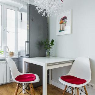 Свежая идея для дизайна: кухня-столовая в современном стиле с серыми стенами и паркетным полом среднего тона - отличное фото интерьера