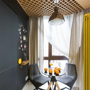 Пример оригинального дизайна интерьера: отдельная столовая в современном стиле с черными стенами