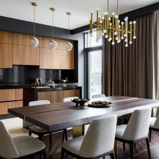 Стильный дизайн: гостиная-столовая в современном стиле с бежевыми стенами, темным паркетным полом и коричневым полом - последний тренд