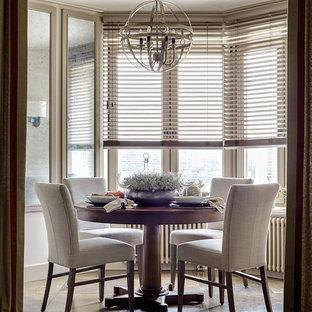Ispirazione per una piccola sala da pranzo aperta verso il soggiorno contemporanea con pavimento in marmo e pareti beige