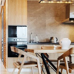 Пример оригинального дизайна: кухня-столовая среднего размера в современном стиле с белыми стенами, паркетным полом среднего тона и коричневым полом