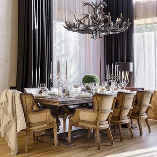 На фото: столовая в стиле лофт с бежевыми стенами, светлым паркетным полом и бирюзовым полом с