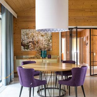 Создайте стильный интерьер: гостиная-столовая в современном стиле с коричневыми стенами и белым полом - последний тренд
