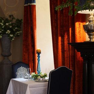Ispirazione per una grande sala da pranzo aperta verso il soggiorno vittoriana con pareti beige, moquette, nessun camino e cornice del camino in legno