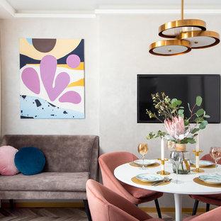 Неиссякаемый источник вдохновения для домашнего уюта: столовая среднего размера в современном стиле с серыми стенами, полом из ламината и коричневым полом