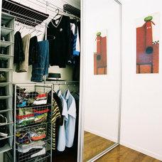 Contemporary Closet by Awardrobes