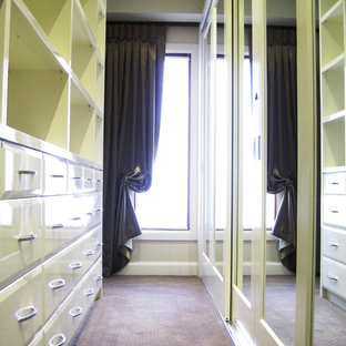 Inspiration for a contemporary closet remodel in Melbourne