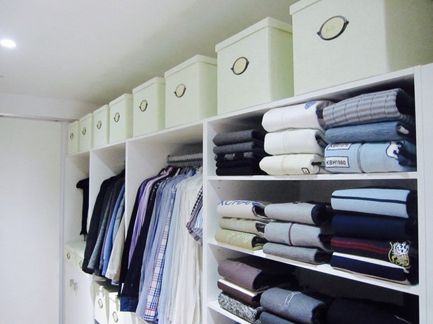 Modern Wardrobe by In The Closet