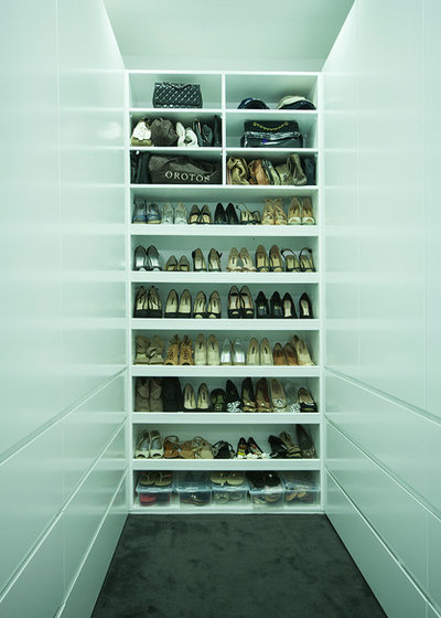 Modern Closet by Famous Renovations