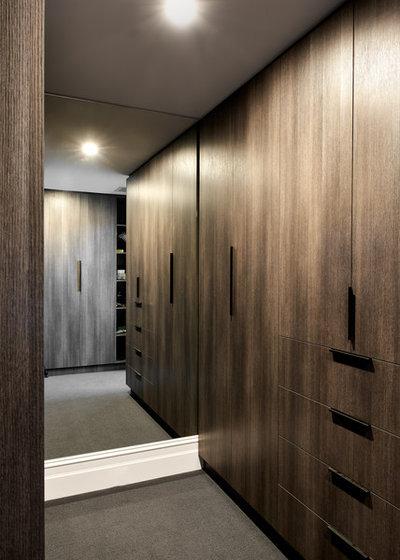 Contemporary Wardrobe by schemes & spaces
