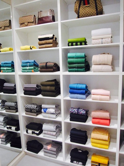 Modern Wardrobe by In The Closet
