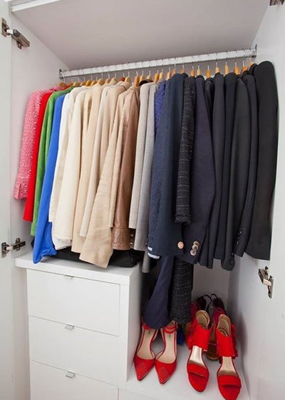 Modern Closet by In The Closet