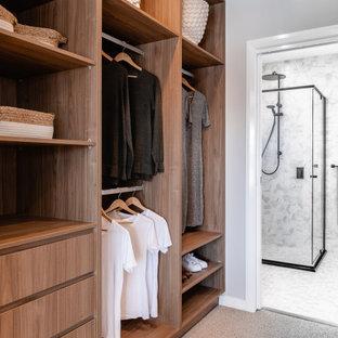 Idee per una cabina armadio contemporanea con nessun'anta, ante in legno scuro, moquette e pavimento grigio