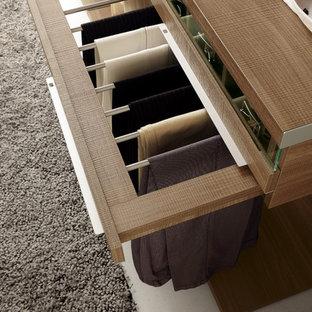 Modelo de armario y vestidor unisex, minimalista, grande